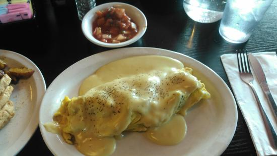 ... Omelette,with a side of Salsa. - Foto di Fat Nat's Eggs, Saint Anthony