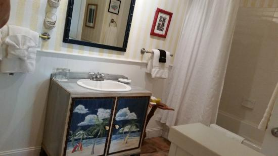 Anchor Inn: Extra large bathrooms w/ jetted tubs