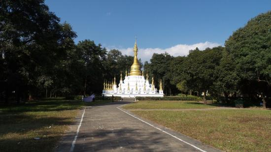 Yingjiang County, Китай: The view of Yunyan Stupa, as you approach it from the south