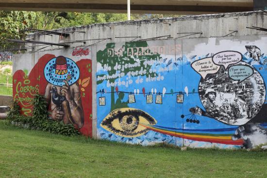 Graffiti Na Parte Externa Do Museu Picture Of Museo Casa De La - Graffitis-en-casa