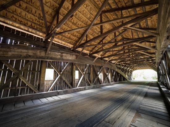 The Admiral Peary Inn Bed & Breakfast: The famous covered bridges are close to the B & B.