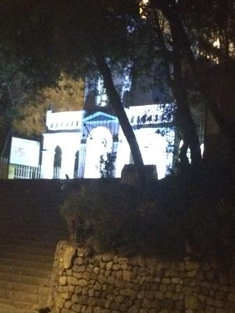 Cerro Santa Apolonia: Iglesia de Santa Apolonia de noche