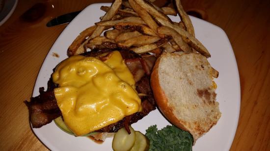 Johnson Creek, WI: Cheeseburger