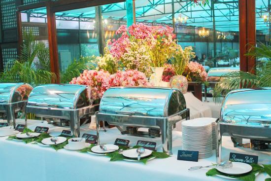 Sonyau0027s Secret Garden: Buffet Set Up