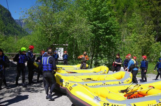 Vorbereitung zur tour in fachwerk bild von rafting camp for Ideales fachwerk