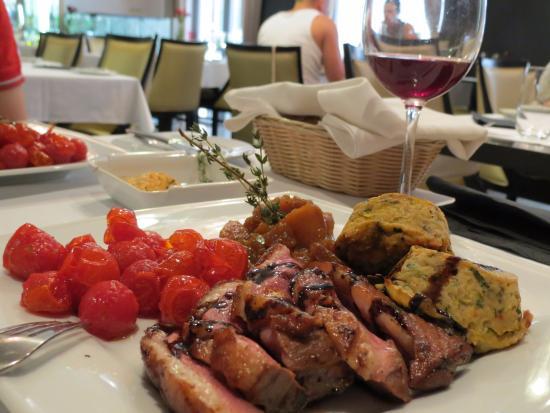ARAZ Bistro: Красиво и вкусно.