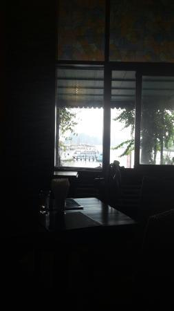 Nhà Hàng Marina