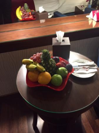 Crowne Plaza Riyadh Minhal: Yum.. Fruit bowl