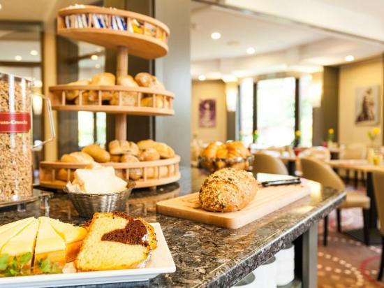Leonardo Hotel Munich City North: Breakfast Buffet