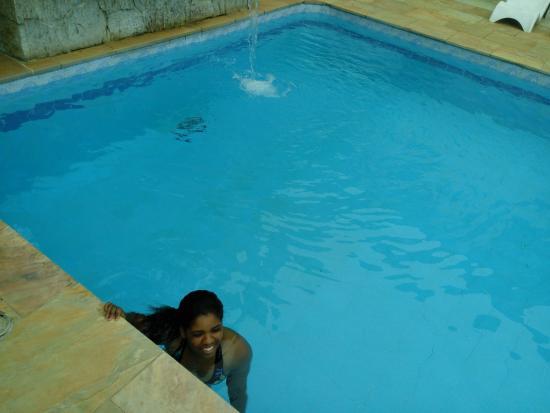 Chales Estrela do Mar : Ela se encantou com a piscina, rs...(eu tb)!