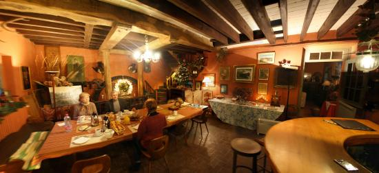 Le Moulin Fleuri du Petit Appeville : Общая комната, накрыт завтрак