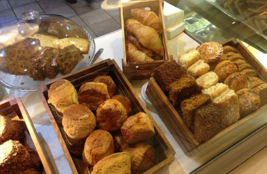 Donegal Town, İrlanda: Homemade Scones and Pastries