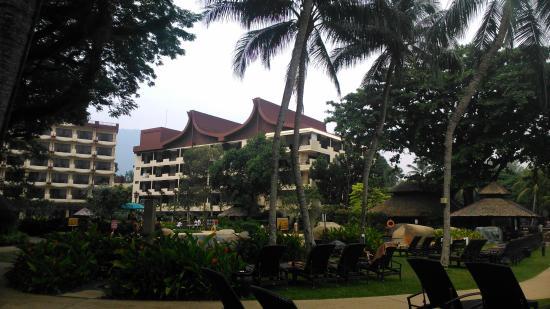 Vista de habitaciones en zona de piscina