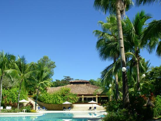 Alegre Beach Resort: プールとレストラン