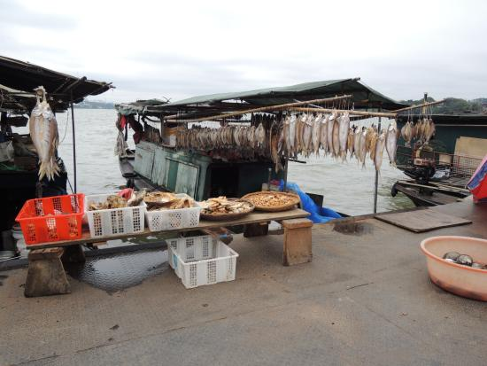 Old Pontoon: food sold there
