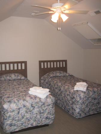 Kitty Hawk, Carolina del Norte: Upstairs Room - Bathroom is downstairs