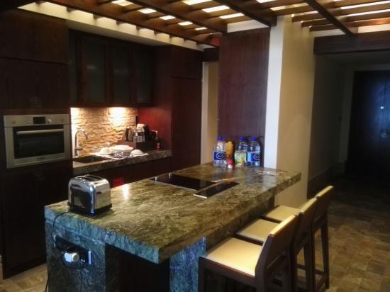 Sofitel Dubai The Palm Luxury Apartments: Kitchen