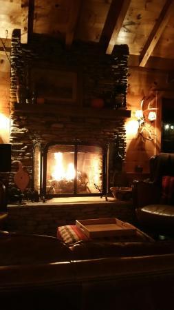 Dugspur, Βιρτζίνια: Stone Fireplace
