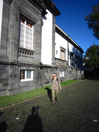 Residencial Casa do Jardim: zijkant van het gebouw