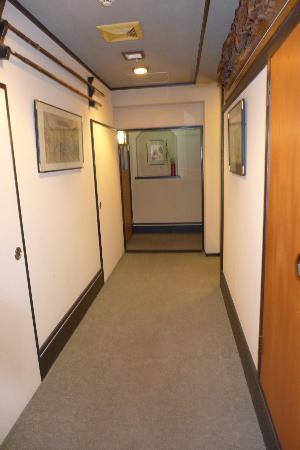ساداتشيو: Ryokan Hallway