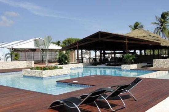 Trupial Inn: Zwembad met bar !!!