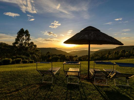 Suntide Qunu Lodge: Magical sunsets across the valley below