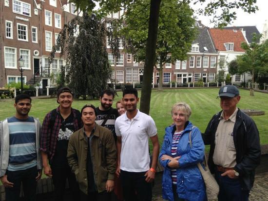 Oranje Umbrella Walking Tours: Walking Group Tour Amsterdam