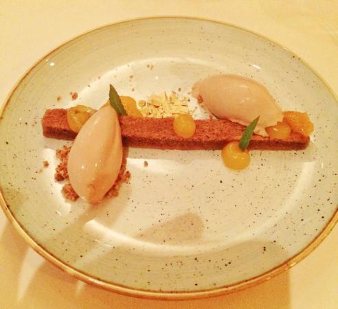 Ichtegem, Bélgica: Dessert: Chocolatebrownie & milk chocolate ice cream