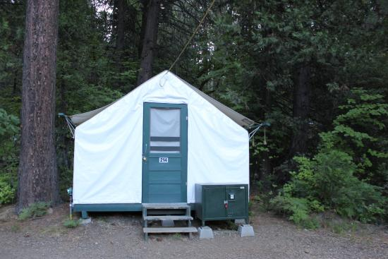 Curry village tent cabin curry village tent cabin for Half dome tent cabins