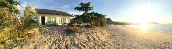 """""""Private"""" beach, friendly people, perfect bungalow"""
