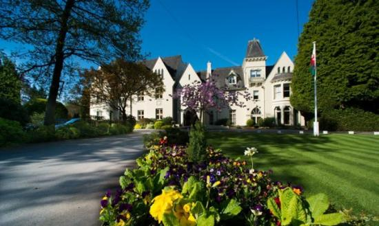 Glen-yr-Afon House Hotel: Grounds