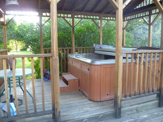 Klondike Ranch: Hot Tub