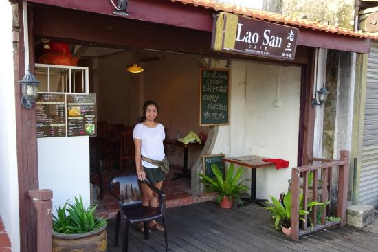 Lao San Cafe : Our friendly host