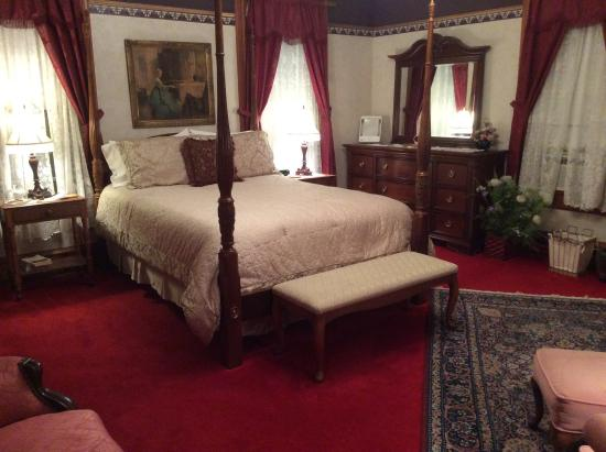 The Grand Victorian B&B: Our Queen Ann Bedroom