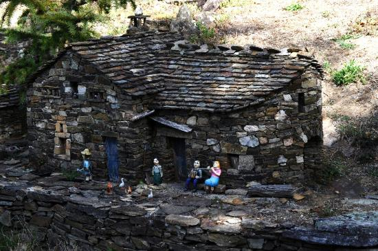Dompnac, Франция: Le ron des fades village miniature