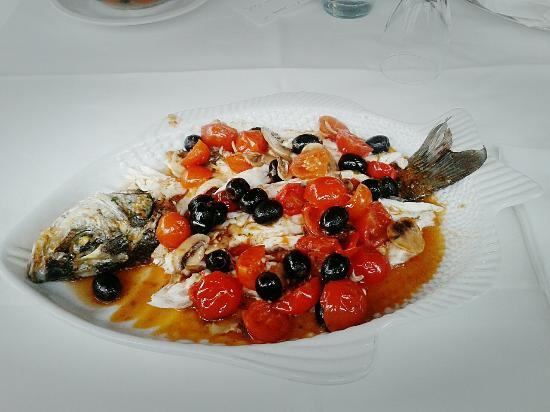 """La Perla : Spigola alla """"Perla""""... funghi, pomodorini, olive."""