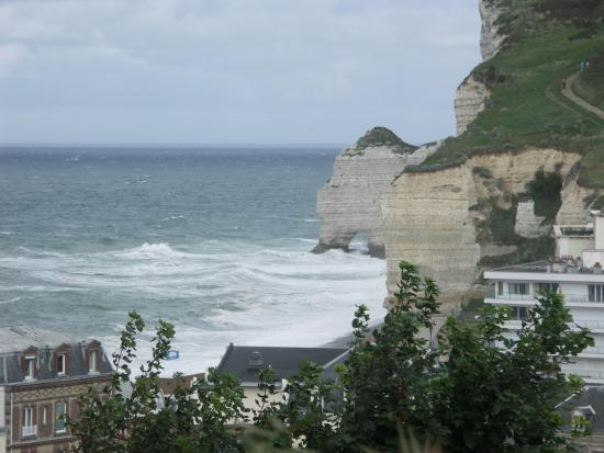 Vue sur etretat picture of hotel dormy house etretat for Hotels etretat