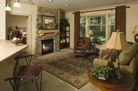 Maggie Valley Club & Resort: Full living area in all units