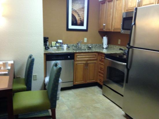 The Inn at Mayo Clinic: Suite Kitchen