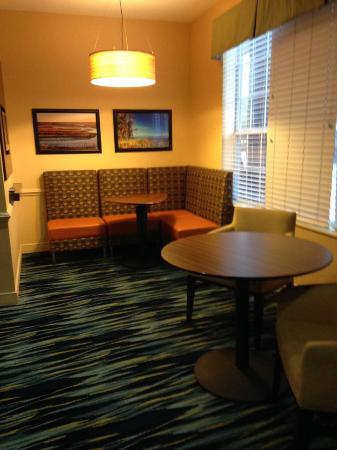 The Inn at Mayo Clinic: Nook in TV Room for Games or reading