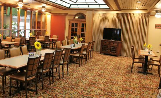 BEST WESTERN Wooster Hotel: Breakfast Area