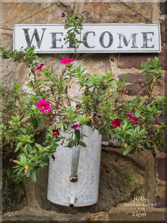 Tillington, UK: A delightful welcome touch at the door