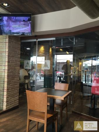 Restaurante bodega puerta de la alpujarra en granada con for Puertas de cocina de restaurante