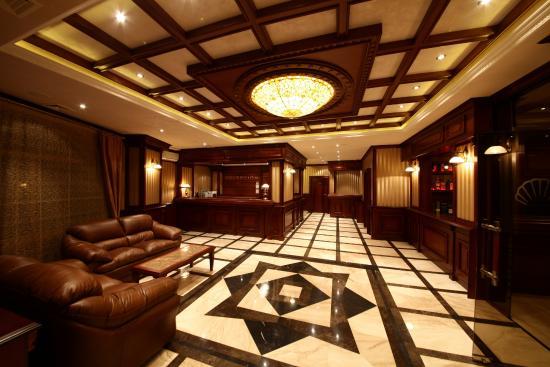 lobby bar AquaView boutique hotel
