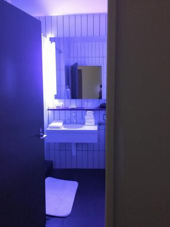 21c Museum Hotel Louisville Black Light Bathroom