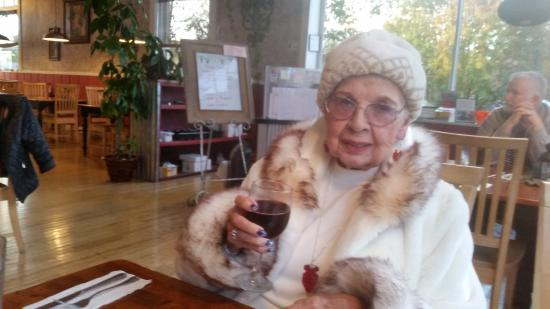 Mangiare Italian Restaurant: At 97 years old, mother enjoys life at Mangiare!