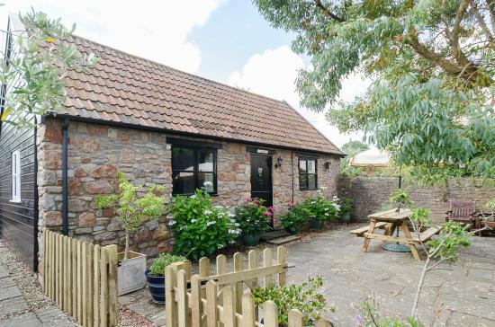 Winscombe, UK: Frys Barn - sleeps 4 - dog friendly - enclosed patio area