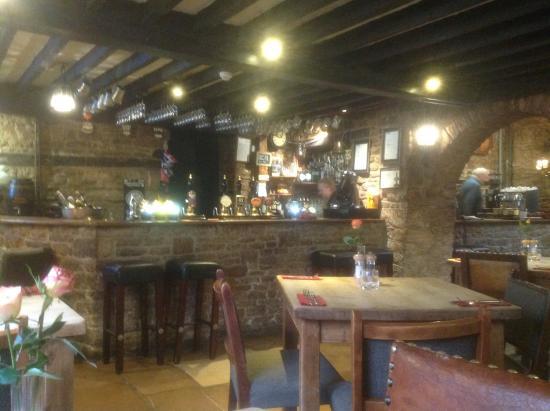 Fossebridge, UK: Main bar