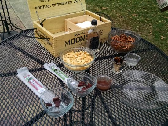 Harpers Ferry KOA: Goodies to try at the Wine tasting