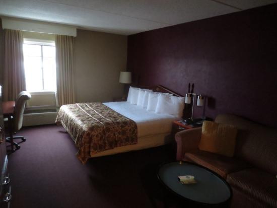 Fireside Inn & Suites: suite